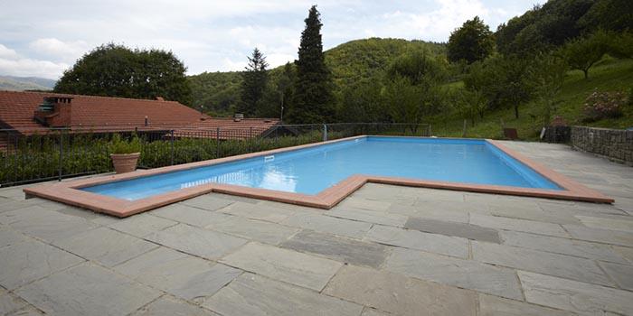 piscina all aperto agriturismo il volpino abetone 700x350